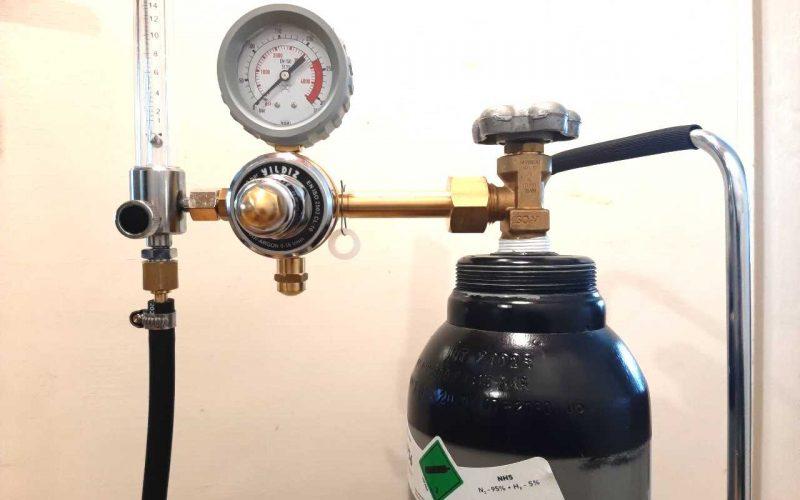 Merkkiaine lämpömittari, mittari ja säiliö